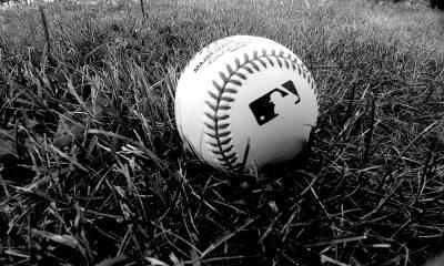 Keski-ikäinen mies ryöväsi pikkupojalta pallon baseball-ottelussa.
