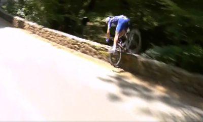 """Tour de Francella nähtiin kunnon pannutus, kun Philippe Gilbert ajoi """"pöpelikköön""""."""