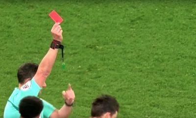 Valmentaja voi saada keltaisen tai punaisen kortin Englannin liigakentillä.
