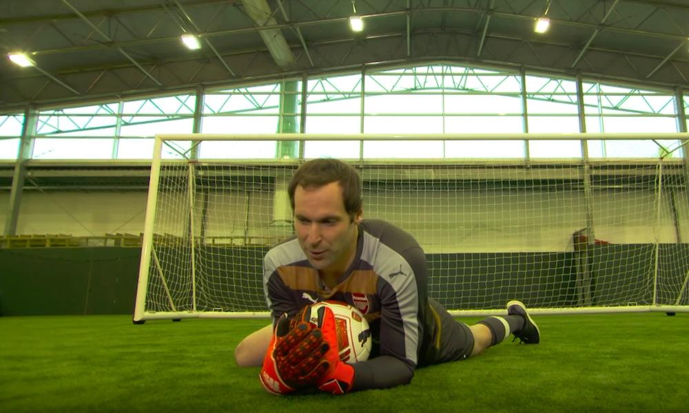 Petr Cech toimi linjatuomarina sunnuntaisen Newcastle-voiton jälkeen.