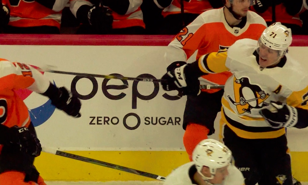 Evgeni Malkinilla pimeni totaalisesti paikallisottelussa Philadelphia Flyersia vastaan, kun hän yritti lyödä viikateiskulla Michael Rafflia päähän.