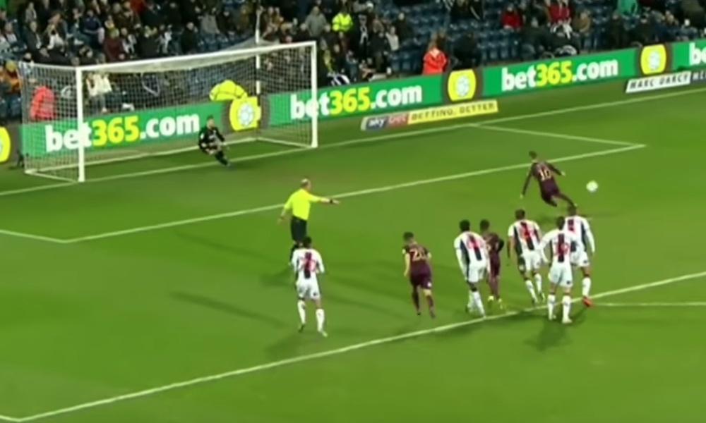 Swansean Bersant Celina tyri huolella rangaistuspotkun keskiviikkona, kun joukkue hävisi West Bromwichille Englannin mestaruusarjan ottelussa.