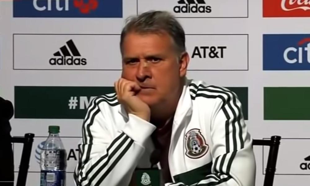 Paraguayn valmentaja tirvaisi pallolla Meksikon valmentaa päähän keskiviikkona, kun joukkueet pelasivat ystävyysottelua Meksikon isännöimänä.