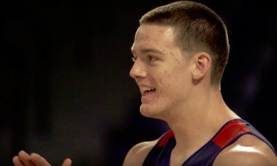Onko tässä kaikkien aikojen naurettavin filmaus? Suorittajana toimi Liberty-yliopistojoukkueen koripalloilija Scottie James.