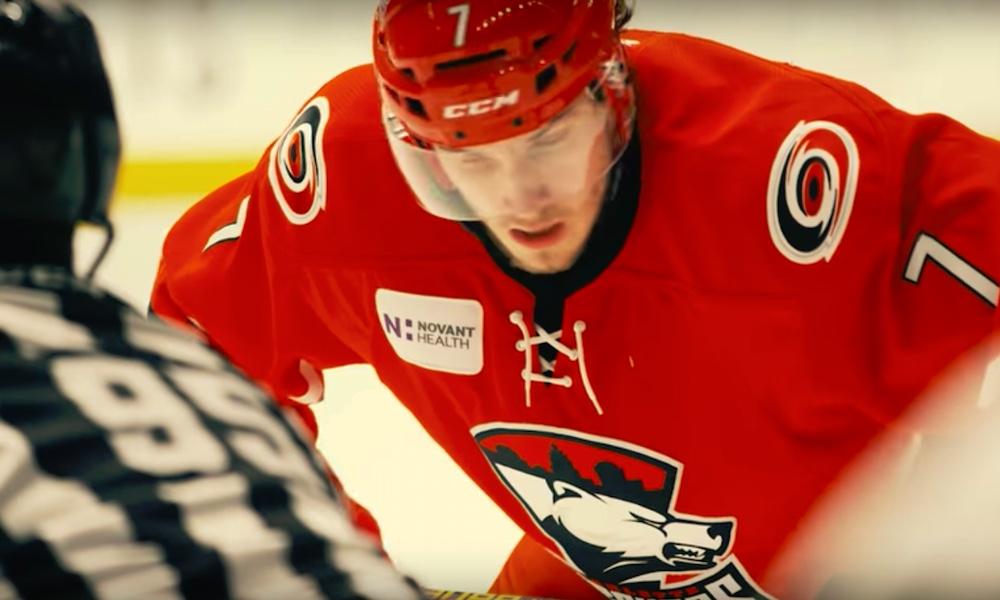 AHL-mestari Aleksi Saarela kritisoi Carolinaa. Chicago Blackhawksin riveihin siirtynyt suomalaishyökkääjä ei ollut tyytyväinen entiseen organisaatioonsa.