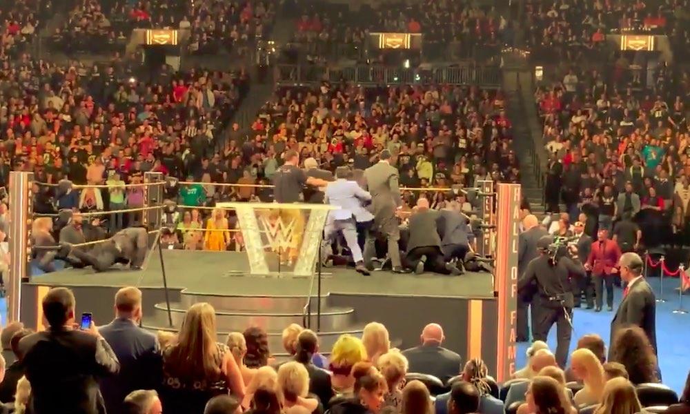 Fani hyökkäsi kesken Hall of Fame-puheen, jota oli pitämässä entinen WWE:n showpainija Bret Hart.