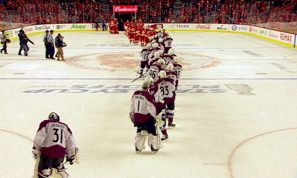 Sekä Calgary että Tampa Bay kesälomalle 1. kierroksella: kyseessä on ensimmäinen kerta NHL:n historiassa, kun molemmat konferenssivoittajat murenevat tällä tavoin.