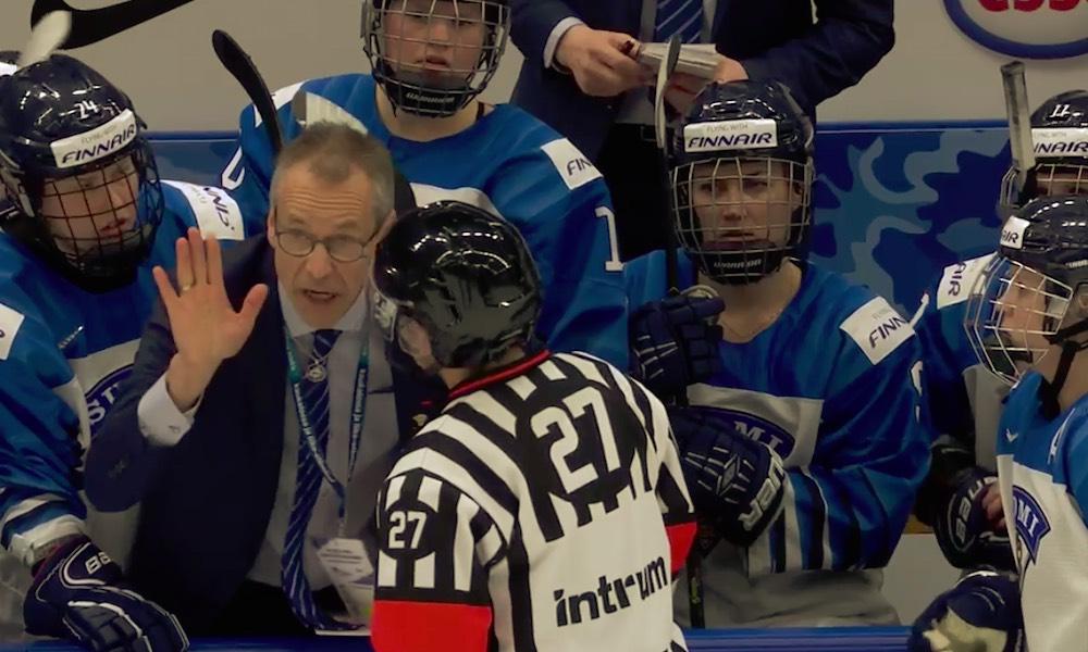 Suomessa Mestistä pelannut Hayley Wickenheiser tuomitsi tuomarien ratkaisun: hänen mukaansa Naisleijonien MM-finaalin ratkaissut, mutta hylätty, maali oli selkeä maali.