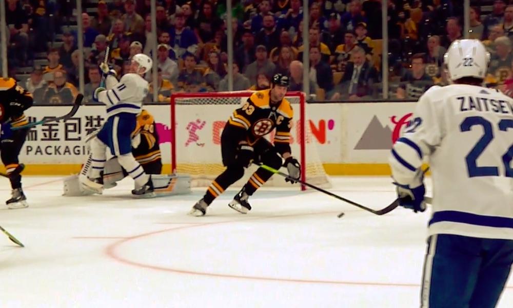 Tuukka Raskia estettiin selvästi 5. pudotuspeliottelussa, joka johti Toronto Maple Leafsin johtomaaliin.