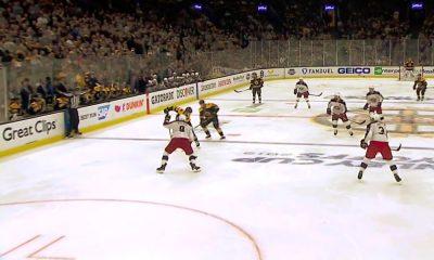 Karmaiseva virhe! Columbus Blue Jacketsin Zach Werenski keskittyi viittomaan tuomarin suuntaan paitsiota ja Boston Bruins iski voittomaalin jatkoerässä.
