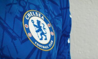 Chelsean uusi kotipaita sai kritiikkiä.