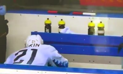 Yhdysvaltain Dylan Larkin sai lämärin kulkusille Kanadaa vastaan pelatussa MM-kisaottelussa ja joutui jättää ottelun kesken.