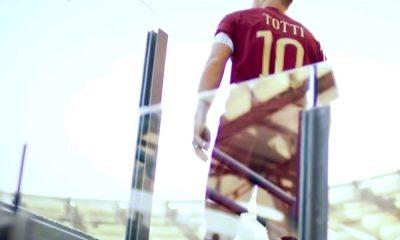 Francesco Totti teki huikean puolen kentän maalin futsal-pelissä, joka pelattiin Kuwaitissa.