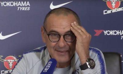 Maurizio Sarri tietää miten juhlia voittoa. Ketjupolttajaksi leimattu italialaisvalmentaja esitteli isoa sikaria Eurooppa-liiga -voiton jälkeen.