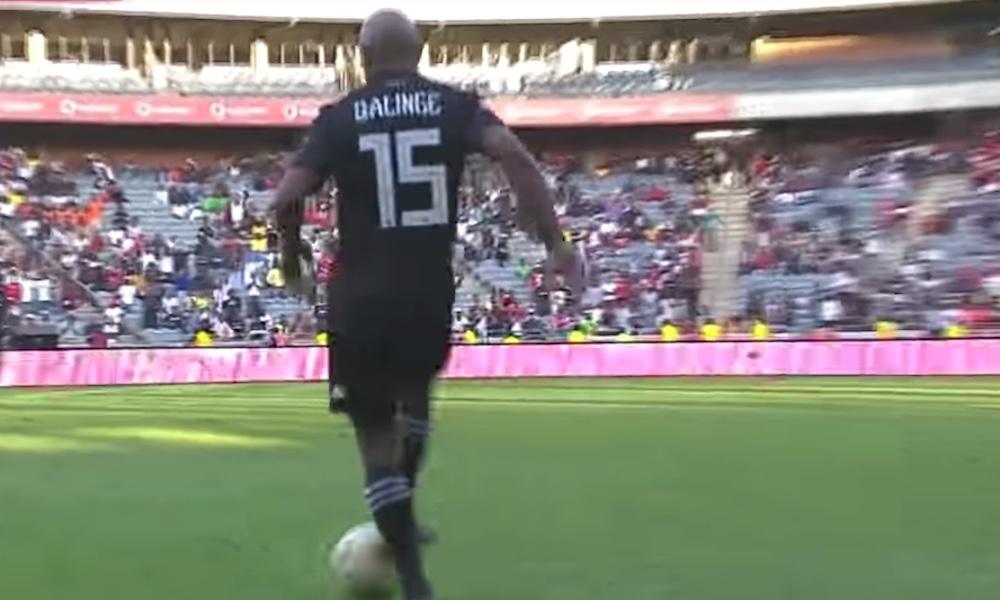 Thabo Qalinge esitteli huikean kikkansa, kun Etelä-Afrikan korkeimmalla sarjatasolla pelaava Orlando kaatoi Polokwanen lukemin 3-0.