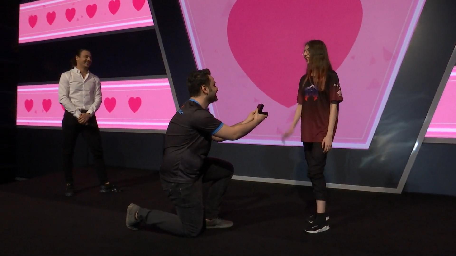 VIDEO: PUBG-ammattilainen kosi tyttöystäväänsä turnauksen lavalla