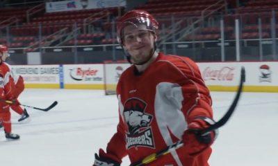 AHL:ssä hurjat tehot iskenyt Aleksi Saarela siirtyy Chicago Blackhawksiin. Seura tiedotti asiasta omalla verkkosivullaan.