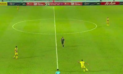 Malesian cupissa nähtiin maali puolen kentän takaa: asialla oli Herold Goulon, joka ratkaisi maalillaan Pahangille 3-1-voiton Cup-välierässä.