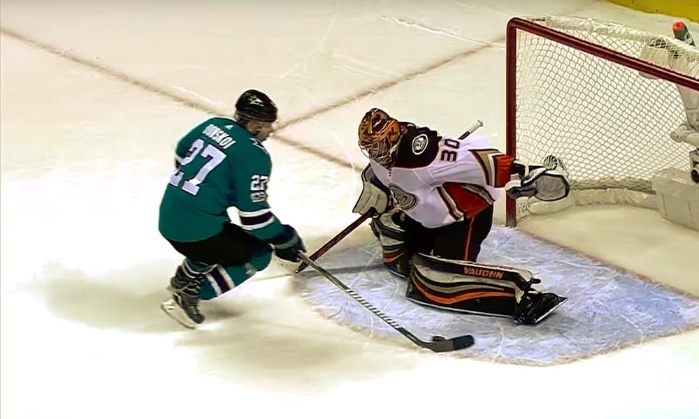 Joonas Donskoin uusi NHL-osoite hahmottumassa? Suomalaislaituri on jättämässä San Jose Sharksin.