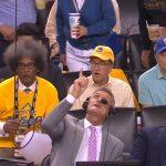 NBA-selostaja vaaratilanteessa: lamppu putosi katosta kesken kolmannen NBA-finaaliottelun, Golden State Warriorsin ja Toronto Raptorsin välillä.