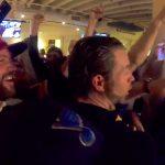 St. Louis-fani voitti 100 000 dollaria, kun Blues kaatoi ratkaisevassa finaalissa Boston Bruinsin 4-1: hän laittoi vedon sisään, St. Louis Bluesin ollessa NHL:n sarjataulukossa viimeisenä.
