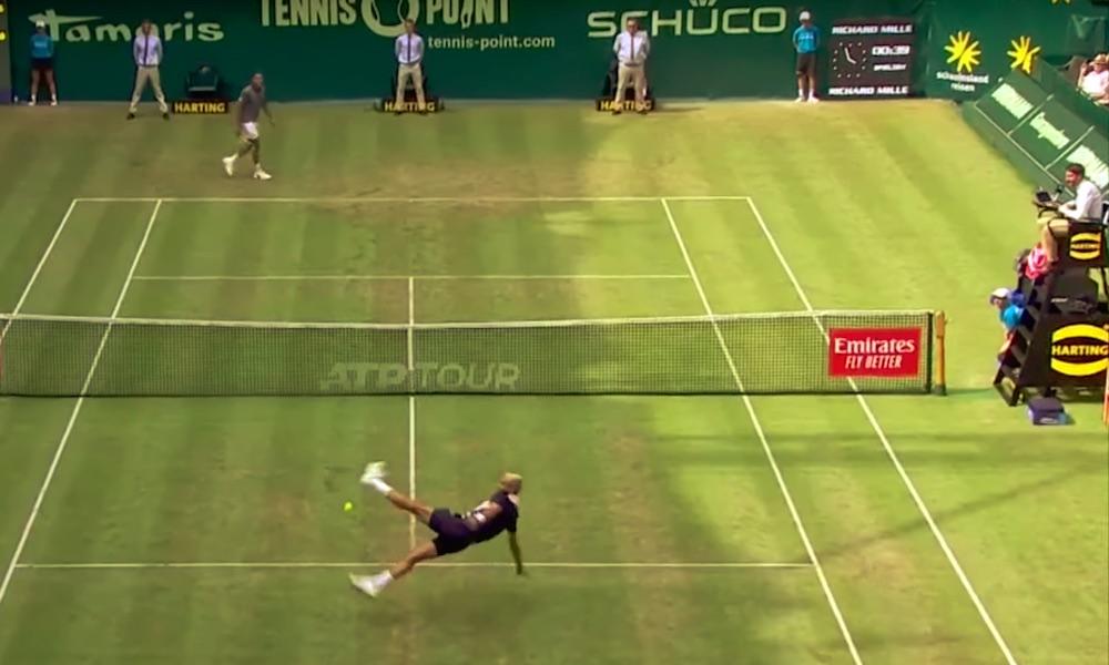 Tsonga ja Paire laittoivat jalkapalloksi kesken Hallen tennisturnauksessa käydyn ottelun.