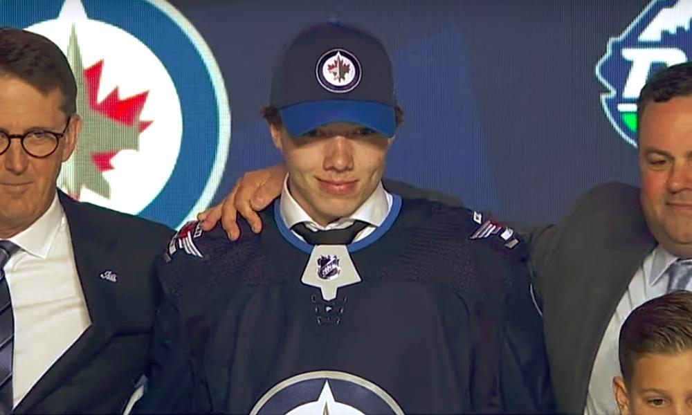 Winnipeg varasi Ville Heinolan 1. kierroksen 20. pelaajana, vuoden 2019 NHL Draftissa.