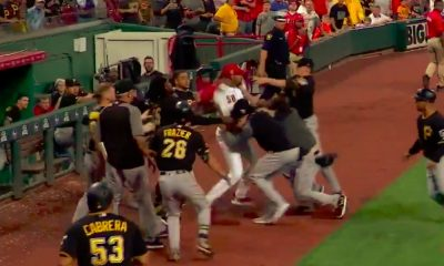 MLB-pelaaja hyökkäsi yksin koko vastustajajoukkueen kimppuun: Pittsburgh Piratesin penkiltä huudettiin jotain Cincinnati Redsin Amir Garrettille ja siitä koko homma lähti käyntiin.