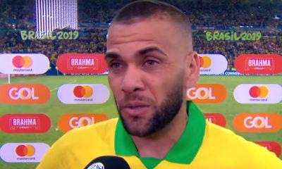 Dani Alvesiltahurja saavutus - historian ensimmäinen 40 palkintoa voittanut.40. palkinto tuli eilen, kun Brasilia voitti Perun Copa American finaalissa.