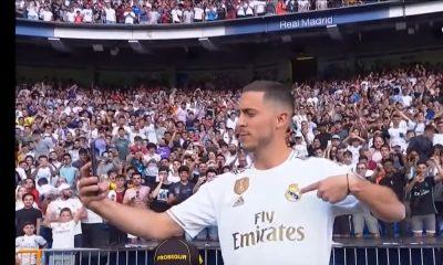 Eden Hazardin puhelimessa edelleen Chelsea-kuoret.