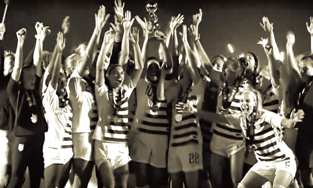 Nikelta huikea video Yhdysvaltain MM-kultaa voittaneelle joukkueelle: USA:n naiset kaatoivat Hollannin MM-finaalissa 2-0.