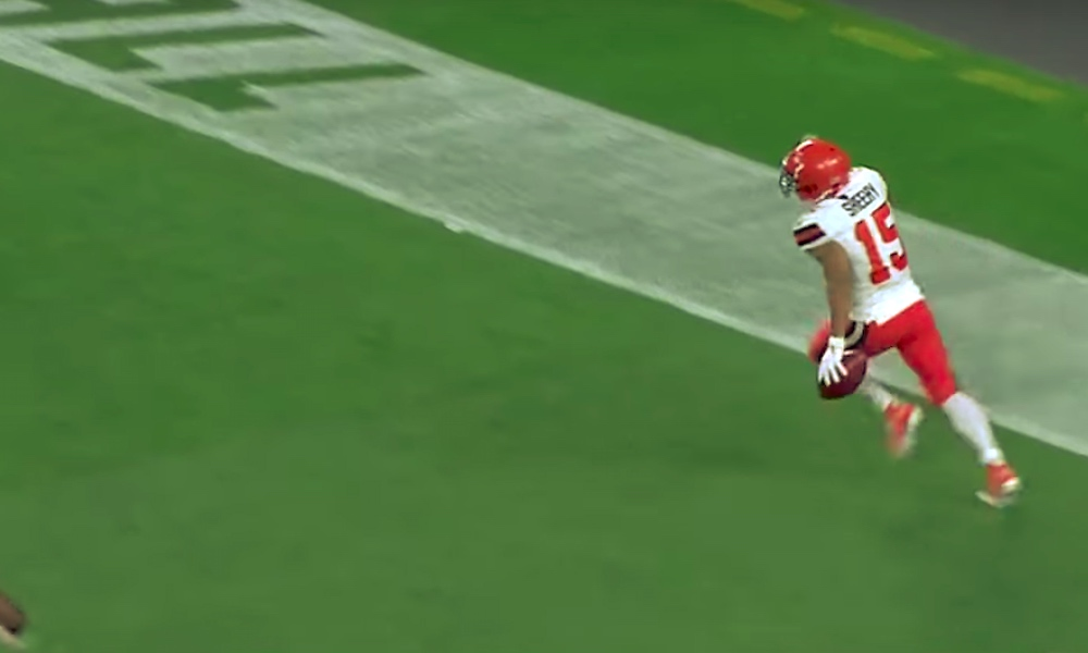 Koditon valehteli tiensä NFL-seuran tryoutille: Damon Sheehy-Guiseppi väitti tuntevansa Cleveland Brownsin varapresidentin, ja nyt hän juoksi ensimmäisen touchdowninsa seuralleen.