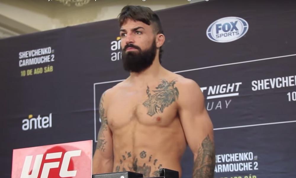 UFC-ottelija Mike Perry heitti huvittavan viestin nenäleikkauksensa jälkeen. Perry jakoi kuvan Instagram-tilillään, jossa hän poseeraa sairaalassa.