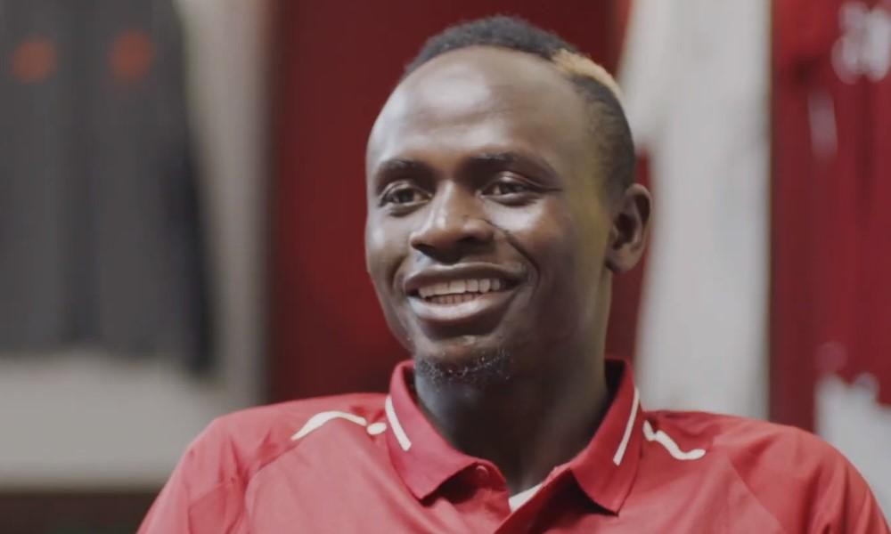 Sadio Mané yllätti pallopojan paidalla.