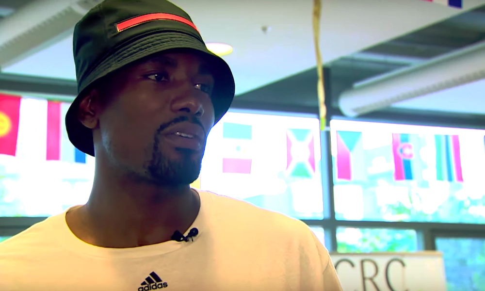 NBA-mestari palasi ravintolaan Kongossa: Toronto Raptorsin Serge Ibaka kerjäsi aikanaan ruoantähteitä samaisen ravintolan edustalla.