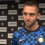 Inter Milanin Stefan de Vrij saapui joukkueillalliselle erikoisella menopelillä.