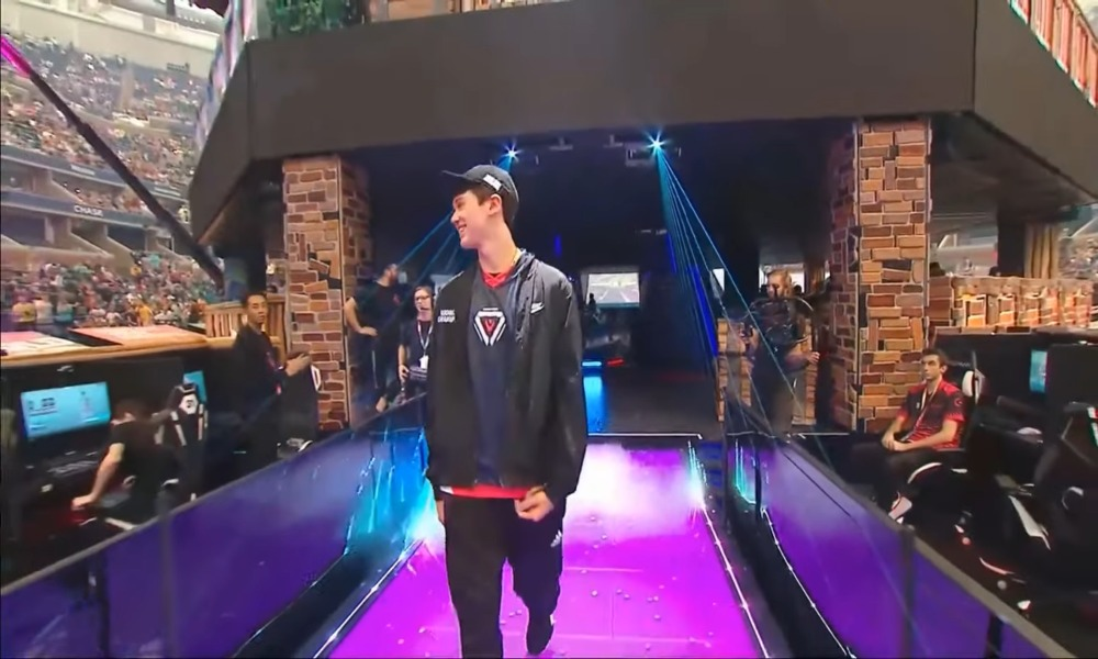 VIDEO: 16-vuotias Fortniten maailmanmestari joutui SWAT-pilan kohteeksi | Urheiluvedot.com