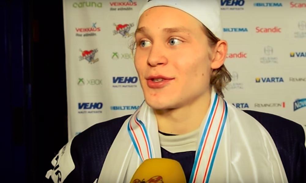 Kasper Björkqvistillä huikea Penguins-debyytti: suomalaisnuorukainen syötti kaksi maalia ja laukoi kertaalleen tolppaan.
