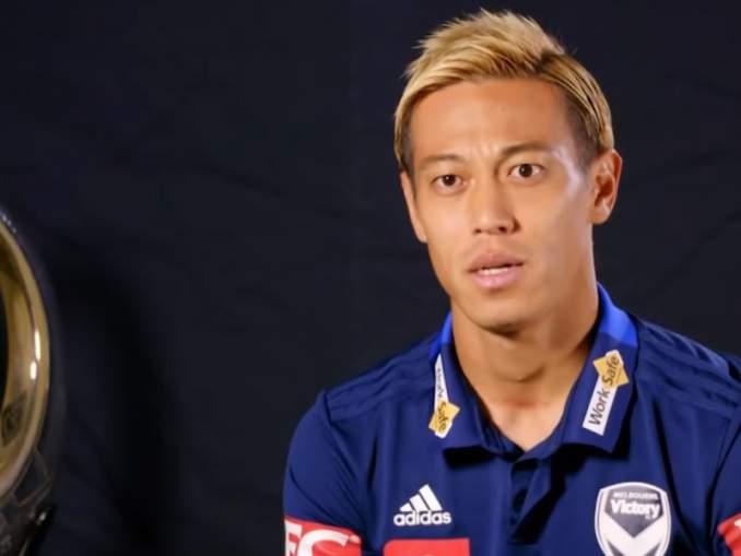 """Keisuke Honda jätti Twitterissä """"työpaikkahakemuksen"""" Man Utd:lle."""