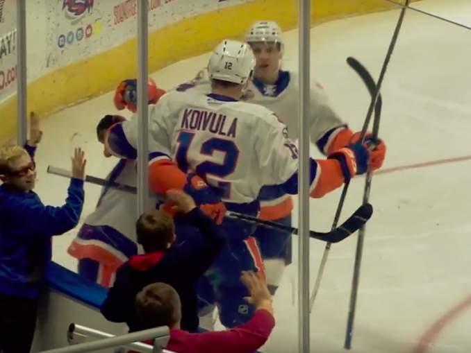 Otto Koivula tälläsi näyttävän maalin ja esitteli ylipäätään yksilötaitoaan New York Islandersin harjoitusottelussa New Jersey Devilsiä vastaan.