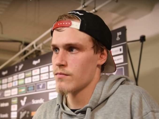 Saku Mäenalanen siirtyy Jokereihin. Viime kaudella Carolina Hurricanesin organisaatiossa pelannut hyökkääjä jatkaa uraansa KHL:ssä.