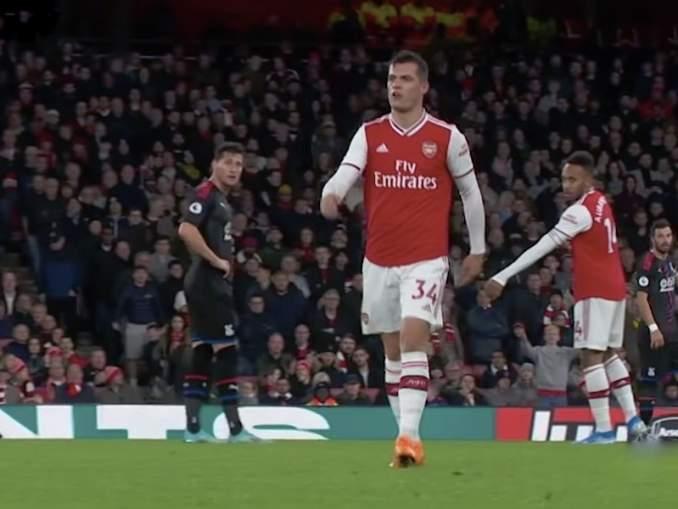 Arsenal-fanien ja kapteeni Granit Xhakan välillä kiehui yli Crystal Palacea vastaan pelatussa ottelussa.