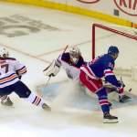 New York Rangersin Kaapo Kakon ilme oli näkemisen arvoinen, kun hän iski NHL-uransa ensimmäisen maalin Edmonton Oilersin Mike Smithin selän taakse.