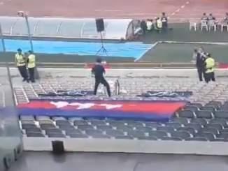 Tämä kambodžalaisfani pitäisi palkita vuoden fani -palkinnolla.
