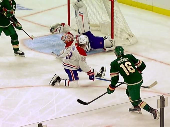 Montreal Canadiensin Keith Kinkaid nappasi karanneen kiekon ilmasta, esittäessään huikean Hasek-torjunnan.