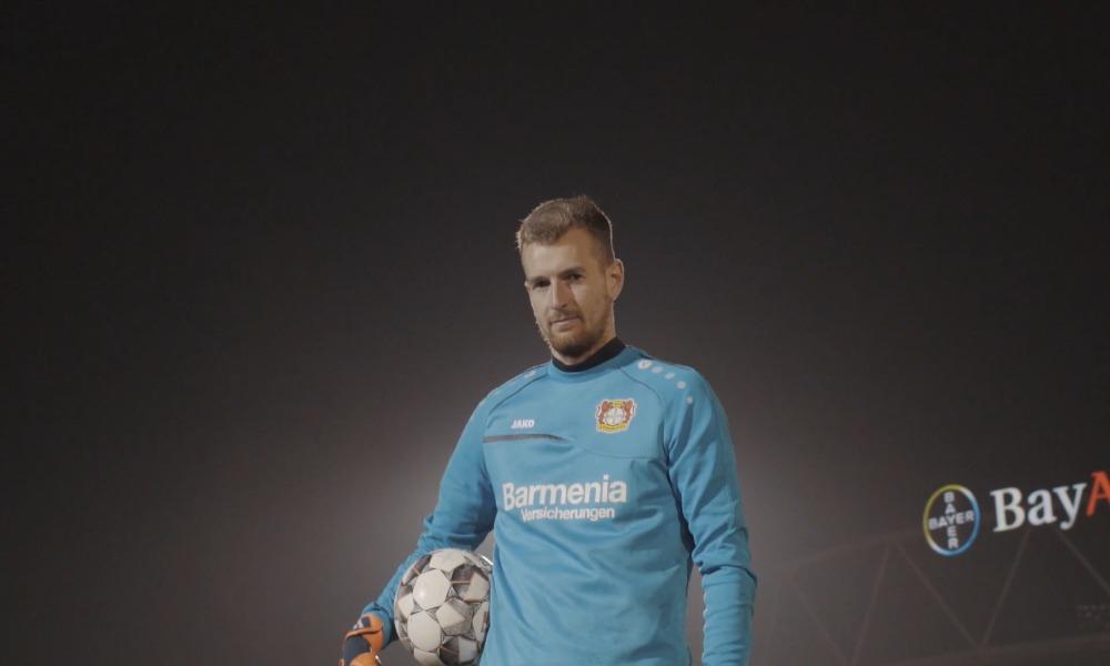 Lukas Hradecky valittiin FIFAn viikon joukkueeseen . Mukana isoista pelaajista on mm. Dybala.