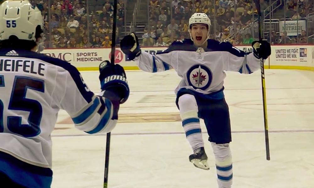 Ville Heinola teki NHL-uransa avausmaalin Pittsburghia vastaan ja teki samalla historiaa: hän on ensimmäinen 21. vuosisadalla syntynyt NHL-pelaaja, joka on onnistunut maalinteossa.