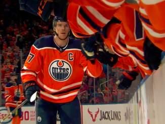 Connor McDavid nousi hattutempullaan Jari Kurrin rinnalle: kyseessä oli Edmonton Oilersin supertähden toinen hattutemppu viimeiseen kolmeen otteluun.