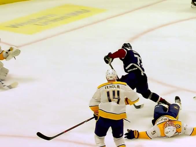 Colorado Avalanchen Joonas Donskoille hattutemppu - NHL-uran ensimmäinen - Nashville Predatorsin verkkoon.