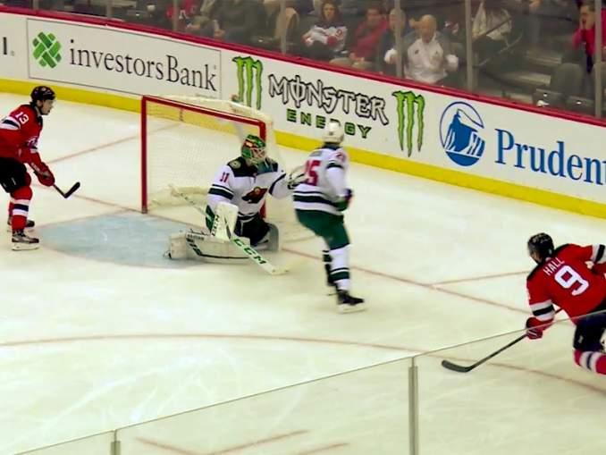 Minnesota Wildin suomalaisvahti Kaapo Kähkönen voitti NHL-debyyttinsä: hän torjui 32 kertaa vierasottelussa New Jersey Devilsiä vastaan ja pelasi erittäin hyvän ja tasapainoisen ottelun.